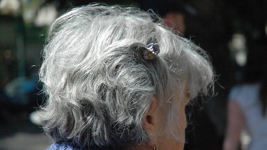 Siwe włosy