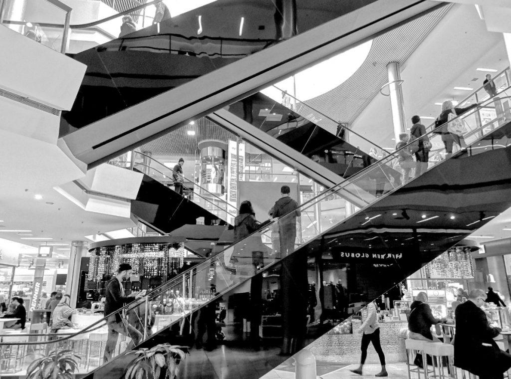 schody w galerii handlowej